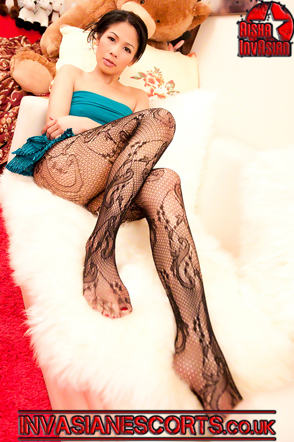 Nana in lace tights