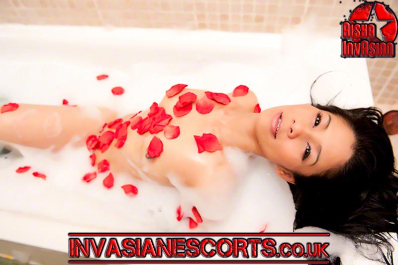 Bubble bath Rose petals